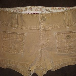 BARELY WORN A&F SHORTS SIZE 6